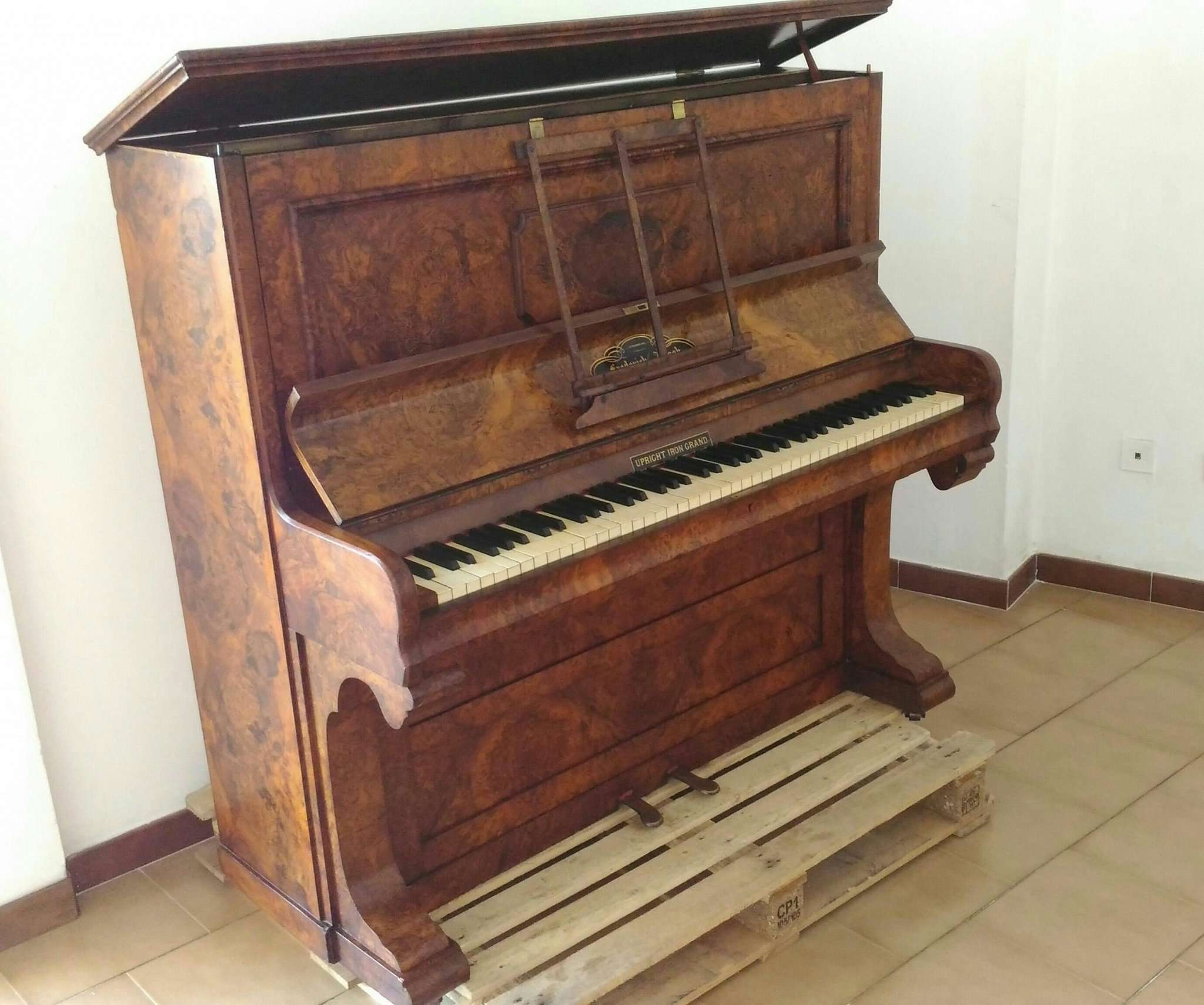 Piano vertical Frederick Reogh, 1870, Londres