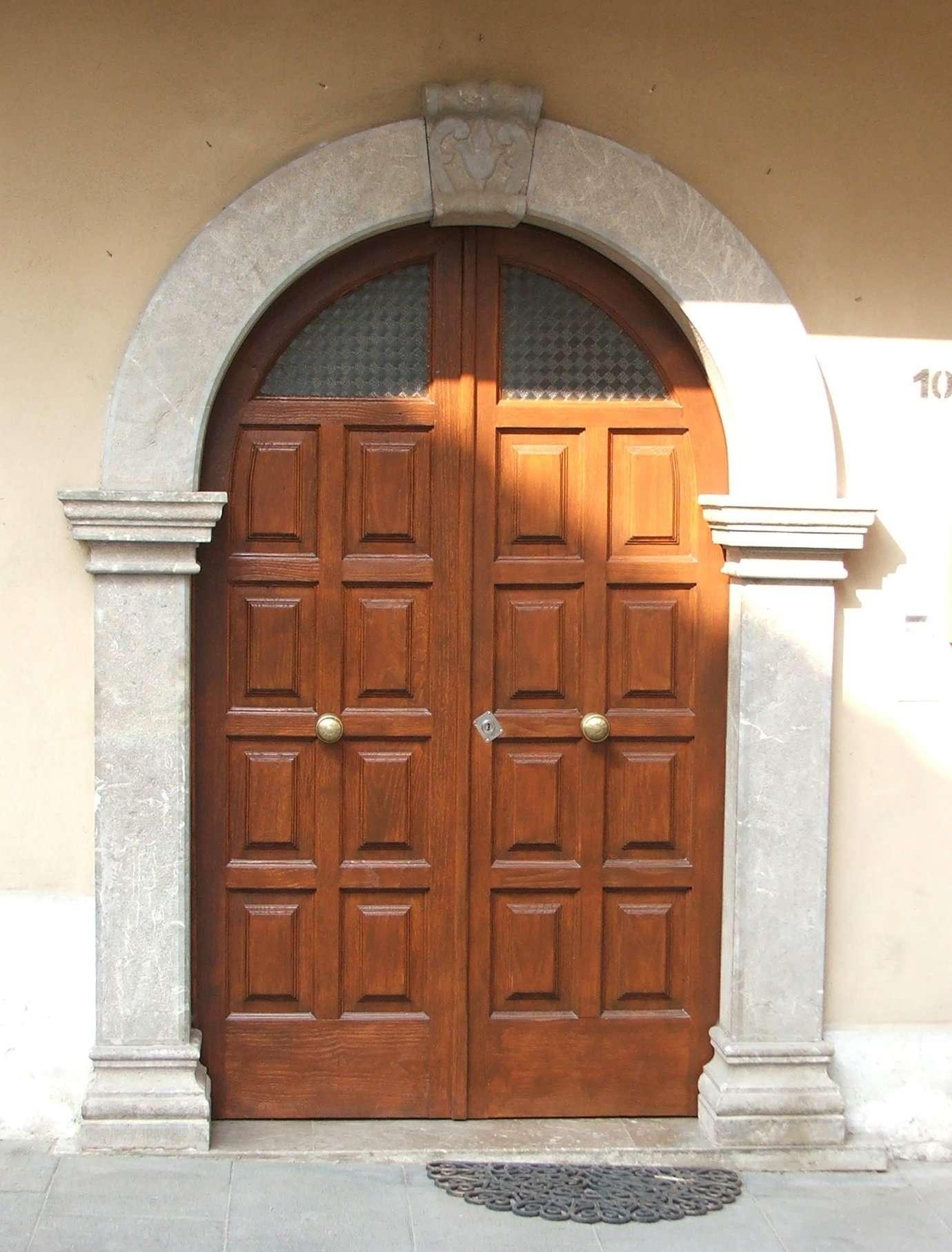 La reestructuraci n en la puerta de madera de casta o conservaci n y - Puertas de castano ...